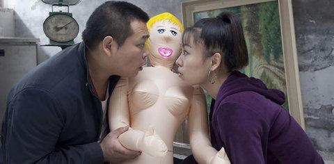 CONEJITOS.NET - Trío con una muñeca hinchable - Sexo Gratis - Cibersexo - Chicas Amateur