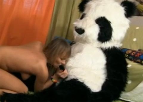 CONEJITOS.NET - Sexo con un oso de peluche gigante - Sexo Gratis - Cibersexo - Chicas Amateur