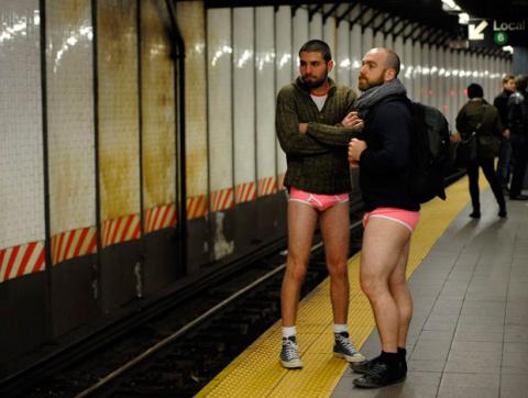 CONEJITOS.NET - Roban los pantalones a un putero mientras mantiene relaciones con una meretriz - Sexo Gratis - Cibersexo - Chicas Amateur